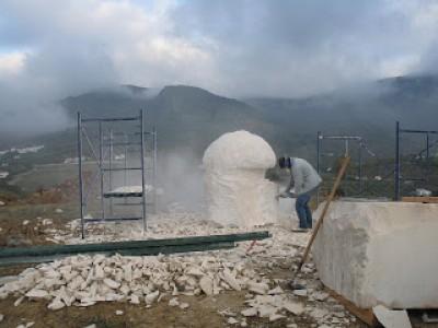han pasdo 22 días desde el comienzo de la escultura Monumental Amanita Ponderosa