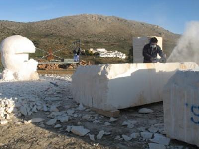 Inico el Sombreo en Piedra de la Escultura Monumental Amanita Ponderosa