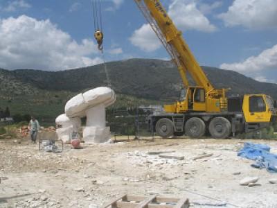 La izada y colocación del sombrero de la seta de piedra,POR FIN¡ 19-05 2006
